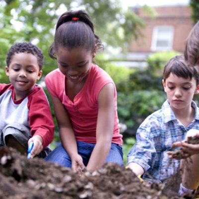 5 Ways to Empower Kids Through Volunteer Work